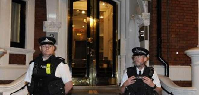 Quito y Londres buscan una solución para Assange antes de decidir el asilo