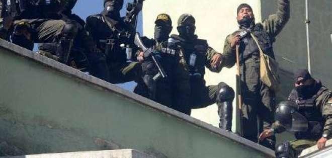 Gobierno de Bolivia acepta reclamos de policías tras saqueo de sede de Inteligencia