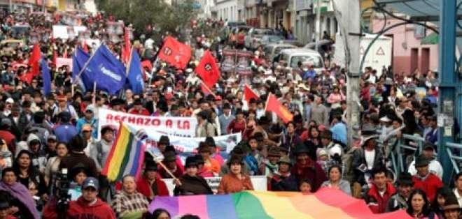 En Latacunga se realizó una marcha en respaldo a César Umajinga