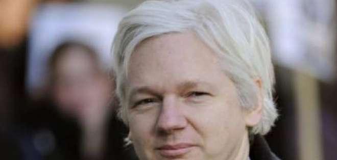 Ecuador llama a consultas a embajadora en Londes por caso Assange