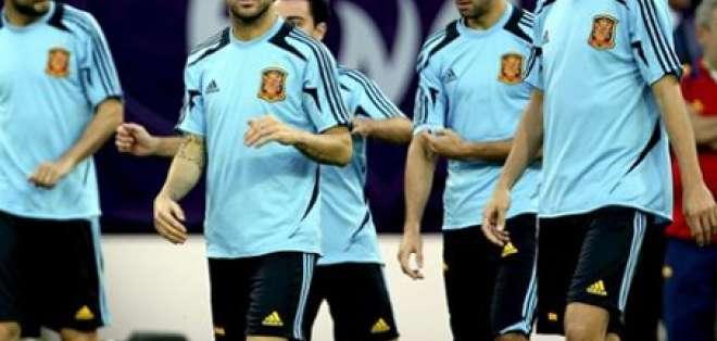 España e Italia toman contacto con el césped del Olímpico de Kiev