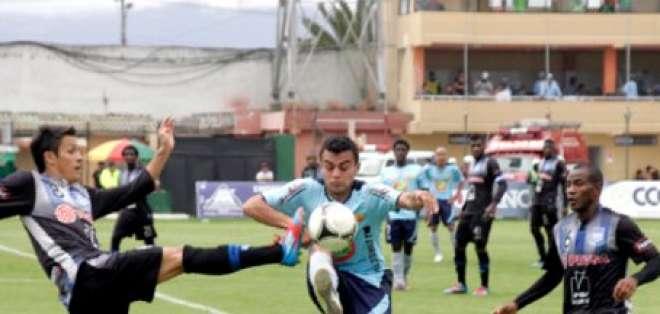 Emelec levantó cabeza en Ambato y pelea por cupo a Sudamericana