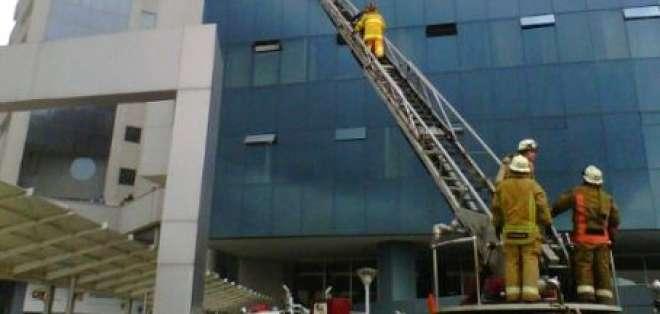 Dos personas mueren en incendio en el edificio Las Cámaras