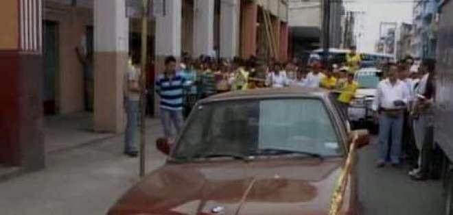 Encuentran cadáver en carro abandonado en centro de Guayaquil