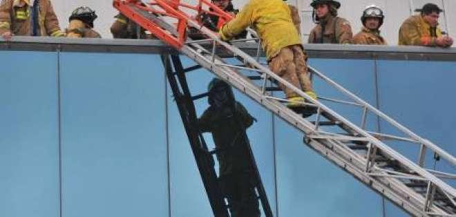 Falla eléctrica habría provocado incendio en edificio Las Cámaras