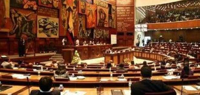 Comisión aprueba informe que propone jubilación de mujeres a los 55 años
