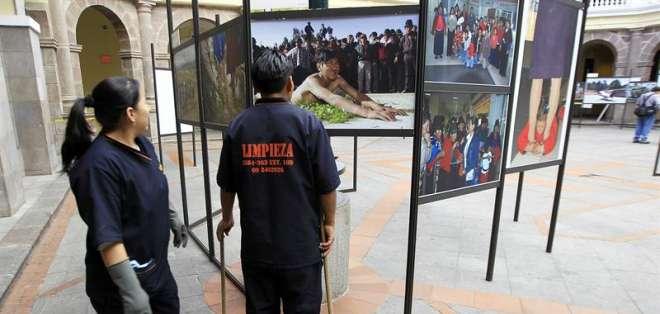 Los últimos diez años de la historia social de Ecuador se expone en fotos
