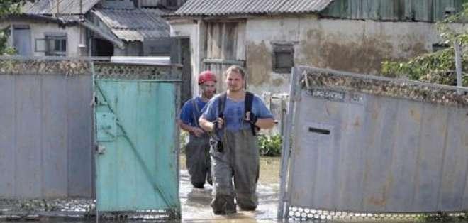 Rusia prosigue la búsqueda de numerosos desaparecidos tras inundaciones