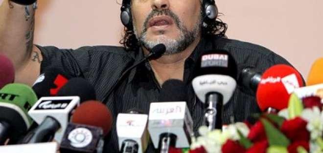 Diego Armando Maradona es despedido del club Al Wasl