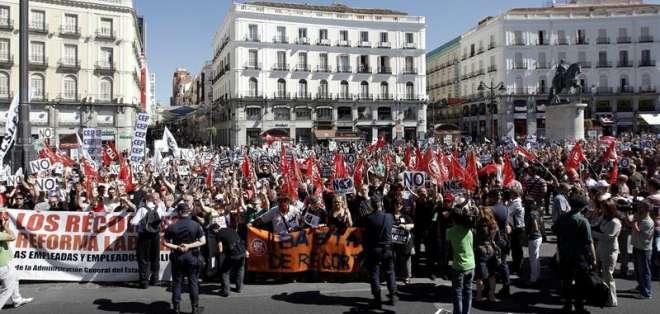 Gobierno español aprueba un nuevo y duro paquete de ajustes
