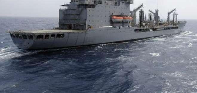 Buque militar de EE.UU. dispara contra pequeña embarcación en Golfo Pérsico