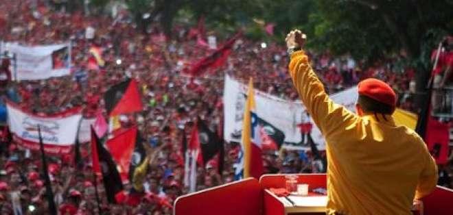 Chávez aventaja a Capriles con 15,3 puntos, según encuestadora