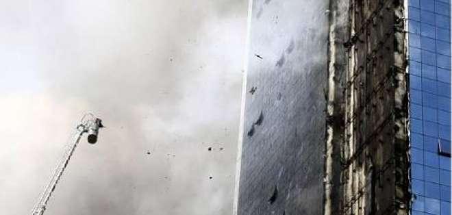 Incendio en 'Torre Inteligente' en Estambul