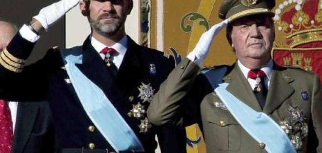 El rey Juan Carlos y el príncipe Felipe recortan sus sueldos por crisis en España