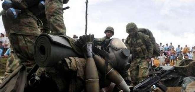 Policía expulsa a indígenas que desalojaron a tropas en Colombia