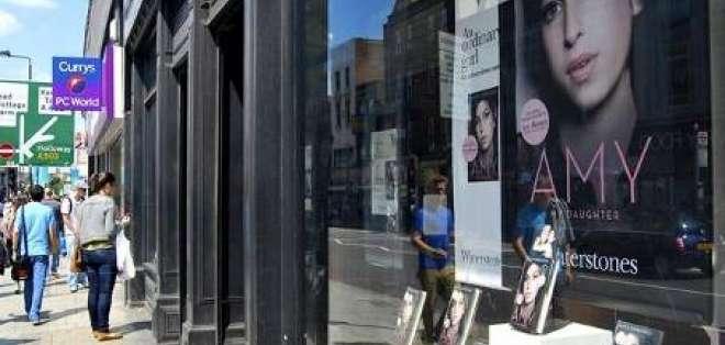 Familia de Amy Winehouse la recuerda como una 'artista de mucho talento' a un año de su muerte