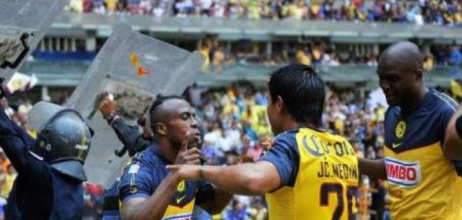 El ecuatoriano Benítez marca dos y lleva al América al primer triunfo en Liga