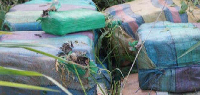 Cinco sacos de ladrillos de droga fueron encontrados en Manabí
