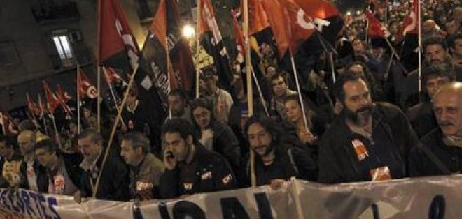 Miles de personas se manifiestan en Madrid en la jornada de huelga general