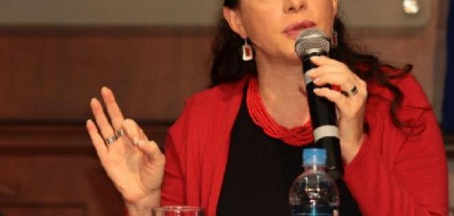 María Fernanda Espinoza es la nueva ministra de Defensa