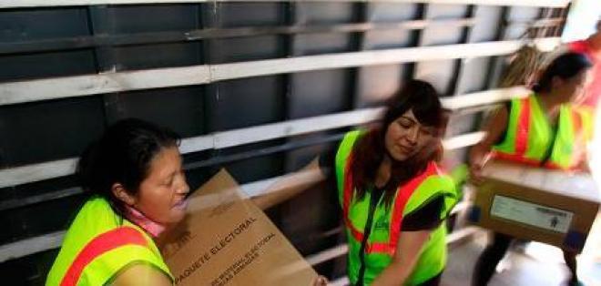 Los últimos 'kits' electorales son distribuidos en Pichincha
