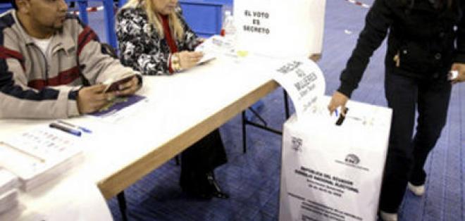 Miles de ecuatorianos participarán en las elecciones desde España