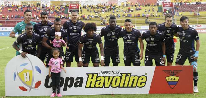 El equipo 'negriazul' superó 2-1 al elenco peruano. Foto: API