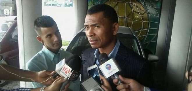 El presidente de la AFE acusó, con documentos en mano, al exgerente del organismo. Foto: Archivo