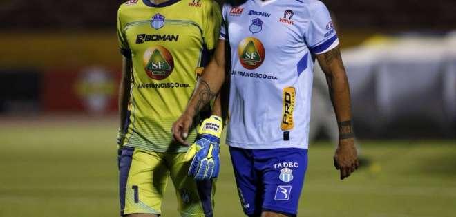 Javier Burrai (izquierda) seguirá en Macará