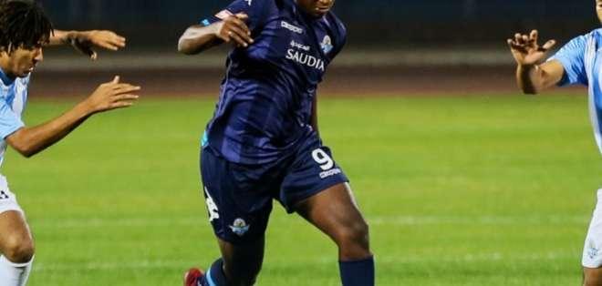 El delantero no pudo convertir en el 1-1 ante El Entag El Harby por la Liga de Egipto. Foto: