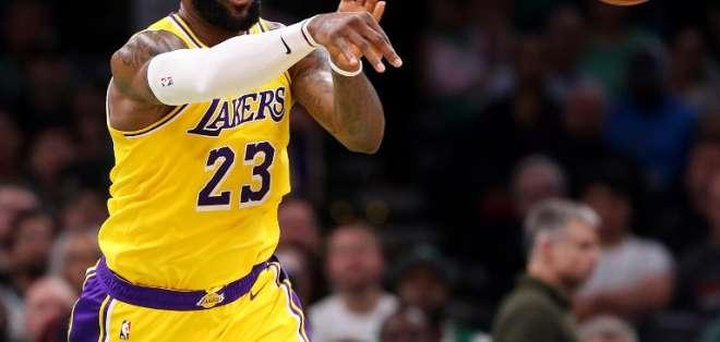 Los Angeles Lakers perdieron ante los Brooklyn Nets y no estarán en post-temporada. Foto: Maddie MEYER / GETTY IMAGES NORTH AMERICA / AFP