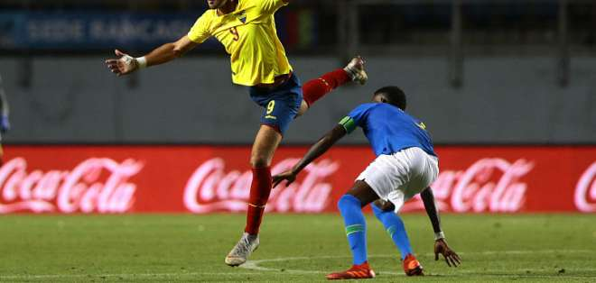 El atacante de Barcelona lamentó la derrota, pero se mostró feliz por su primer partido. Foto: Archivo /API