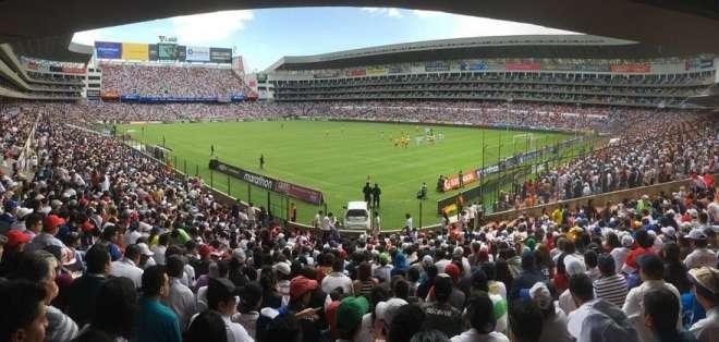 Estadio Rodrigo Paz Delgado.