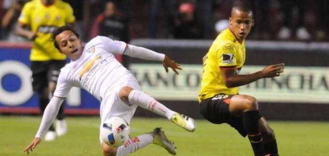 Partido jugado entre Liga de Quito y Barcelona. Foto: Metro Ecuador.