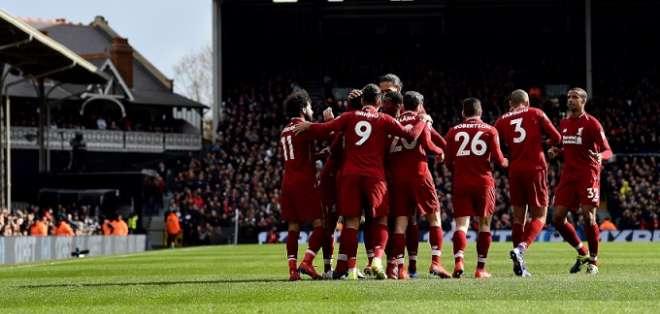 Liverpool festeja uno de sus goles.