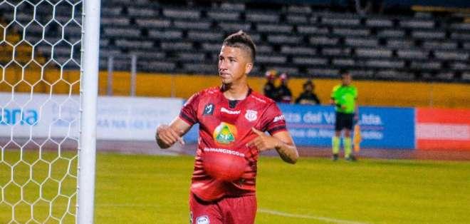 Luis Santana jugará con El Nacional por dos años