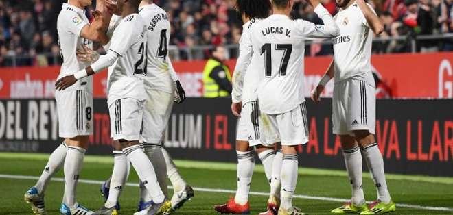 Jugadores del Madrid festejan uno de los tantos