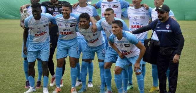 Jugadores del Manta FC previo a un duelo.