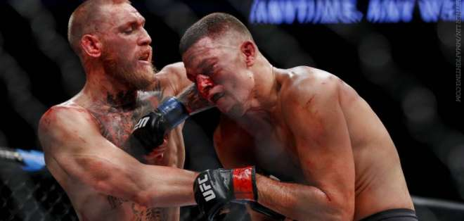 Connor McGregor en pleno duelo con Nate Díaz.