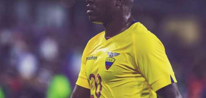 Jhegson Méndez durante un cotejo con la selección.