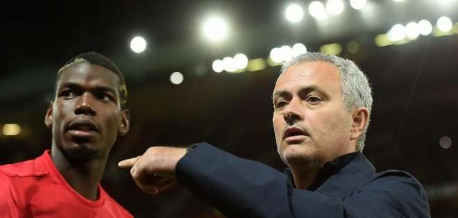 Mourinho junto a Pogba en su paso por el Manchester United.