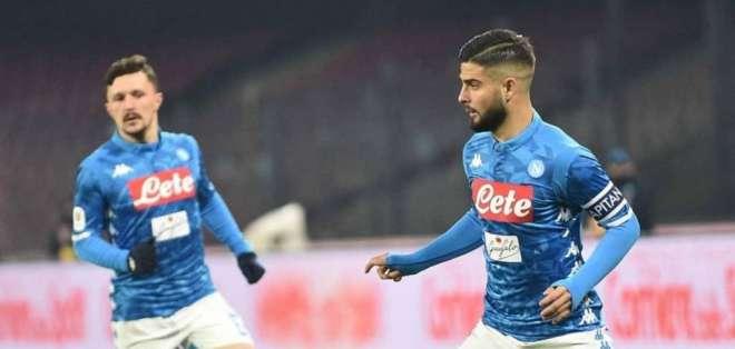 Jugadores del Napoli, en pleno duelo.