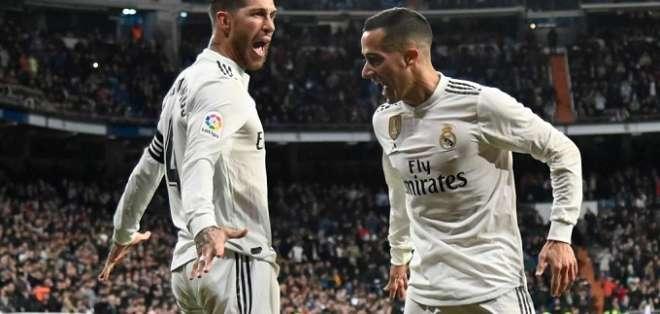 Ramos (izquierda) celebra su tanto