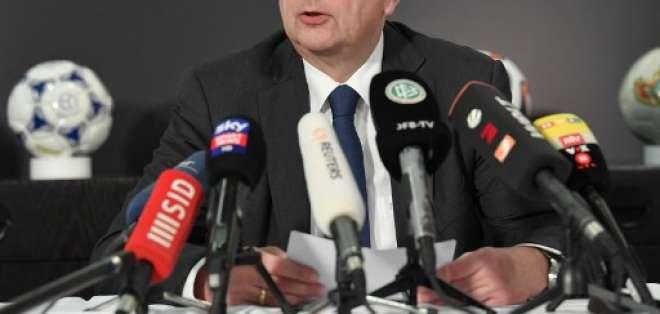 Reinhard Grindel dimitió por aceptar un reloj de 6.000 euros de parte del vicepresidente de la UEFA. Foto: Boris Roessler / dpa / AFP