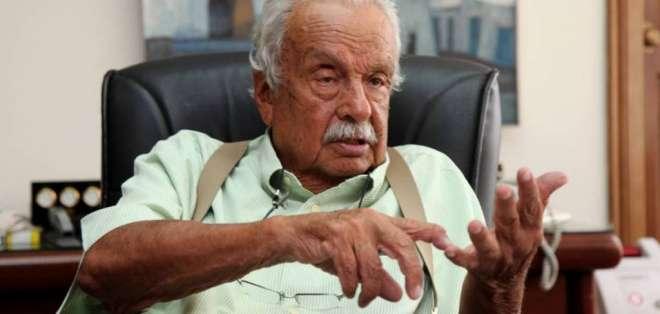 El presidente vitalicio de Liga cree que tener a Andrés Chicaiza en el banco es absurdo. Foto: Archivo