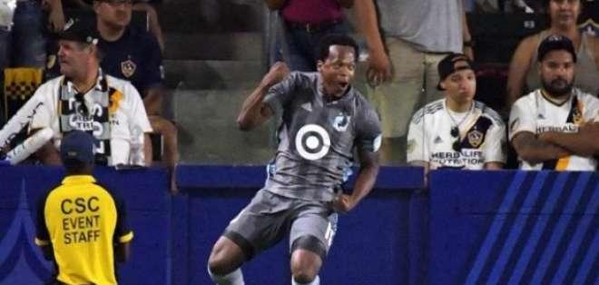 Romario Ibarra festeja su gol en la MLS.