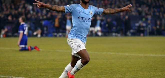 Sterling, figura del City mientras festeja un gol.