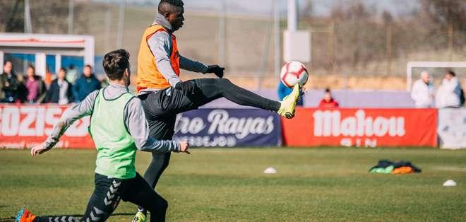 El ecuatoriano sufre una lesión en el poplíteo y una lesión muscular en el peroneo de su pierna derecha. Foto: Tomada de http://www.realvalladolid.es