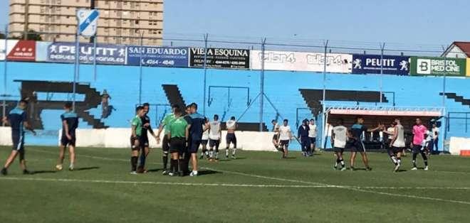 Guayaquil City y Temperley durante el amistoso