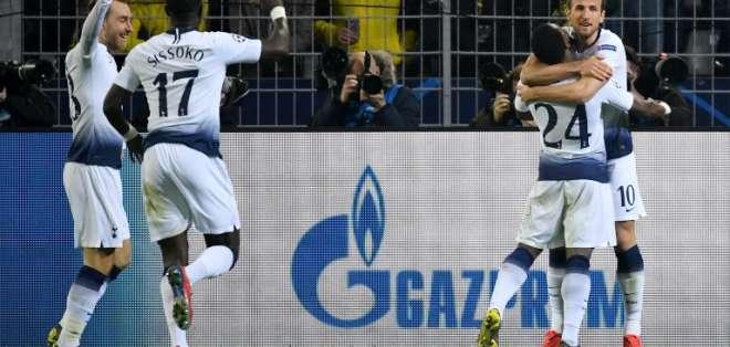 Harry Kane (der.) hizo el único gol del partido. Foto: Bernd Thissen / dpa / AFP